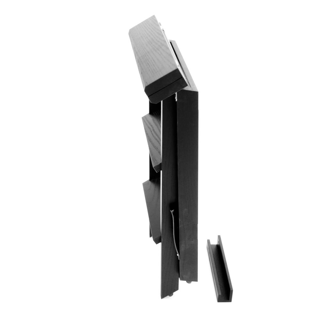 Kanon Tripp är en hopfällbar köksstege, praktiskt upphängbar. EM-68